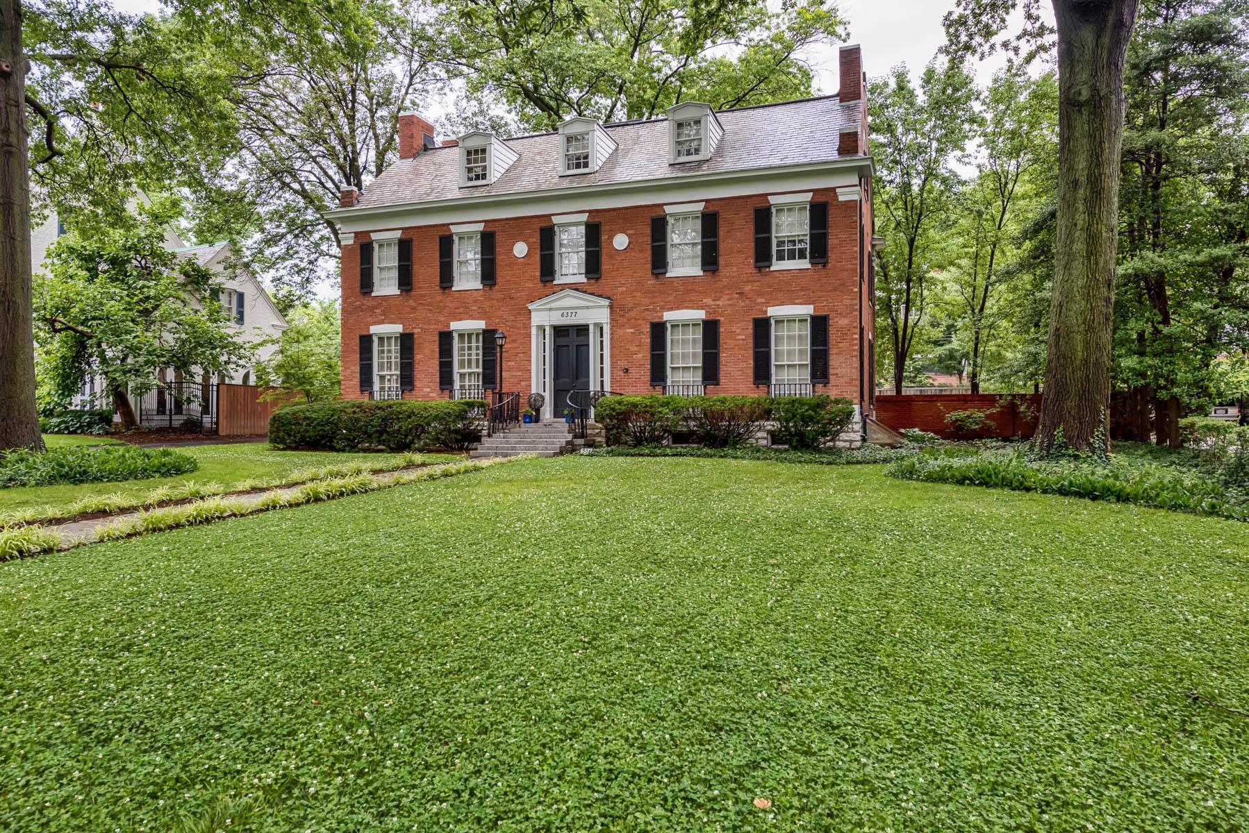 Casa Unifamiliar por un Venta en The Epitome of Georgian Revival 6377 Wydown Blvd Clayton, Missouri 63105 Estados Unidos