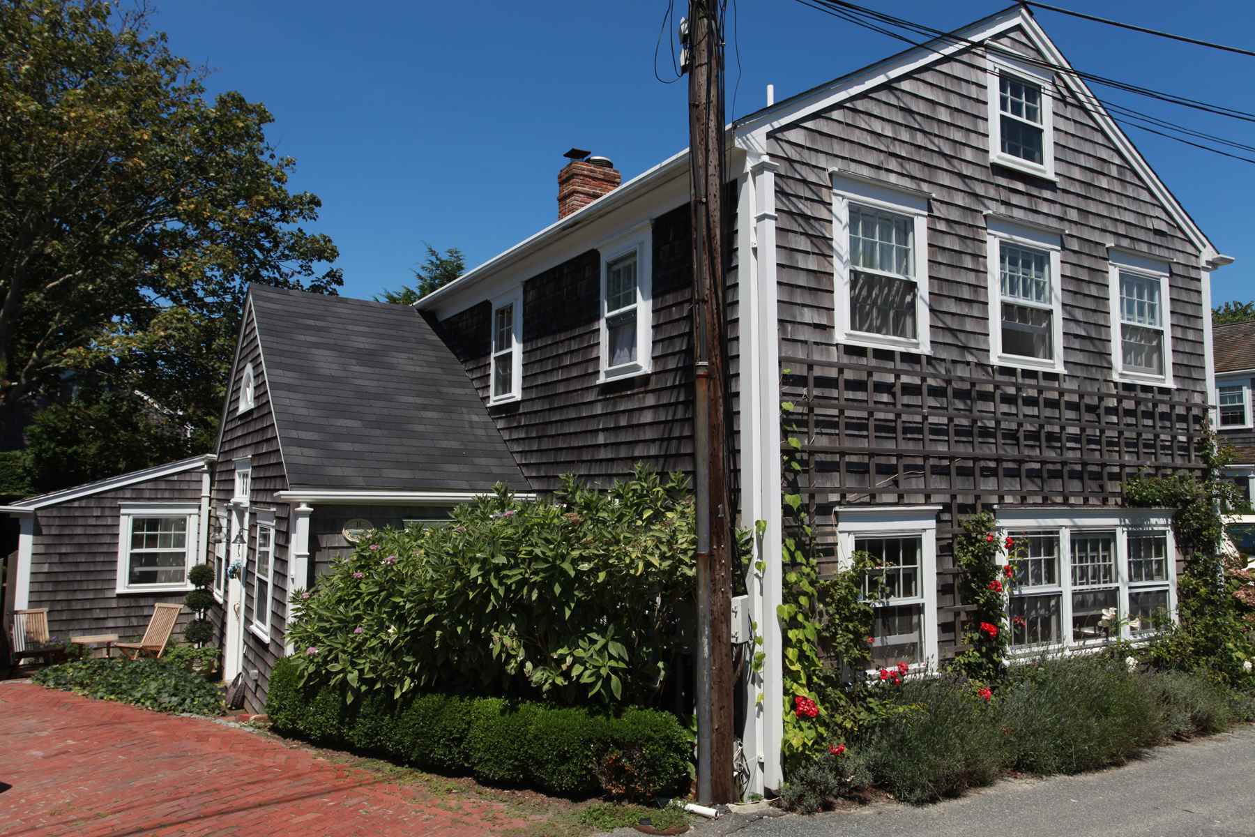 Casa Unifamiliar por un Venta en Charming 1930's Carriage House 11 Weymouth Street Nantucket, Massachusetts 02554 Estados Unidos