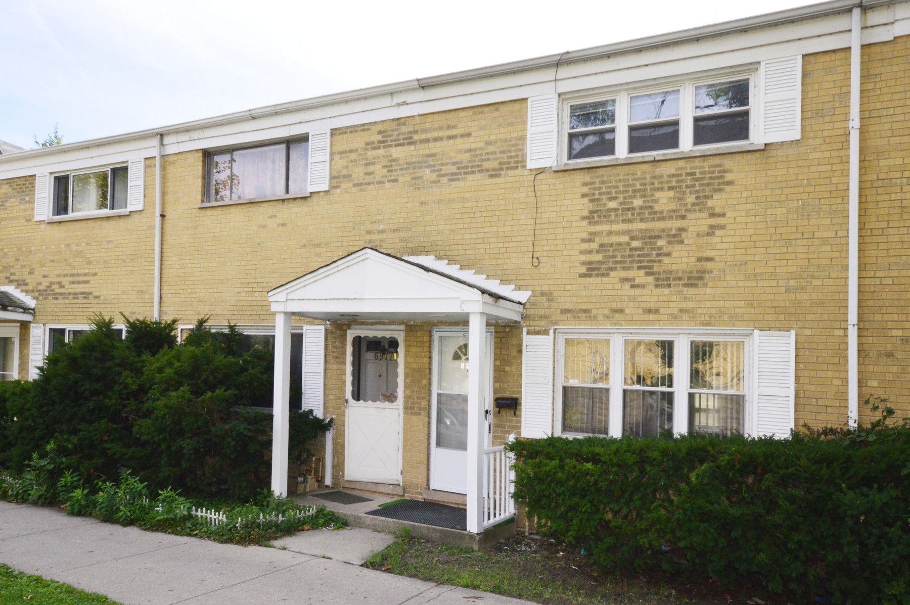 Property For Sale at Chicago Townhome With No Monthly Assessments