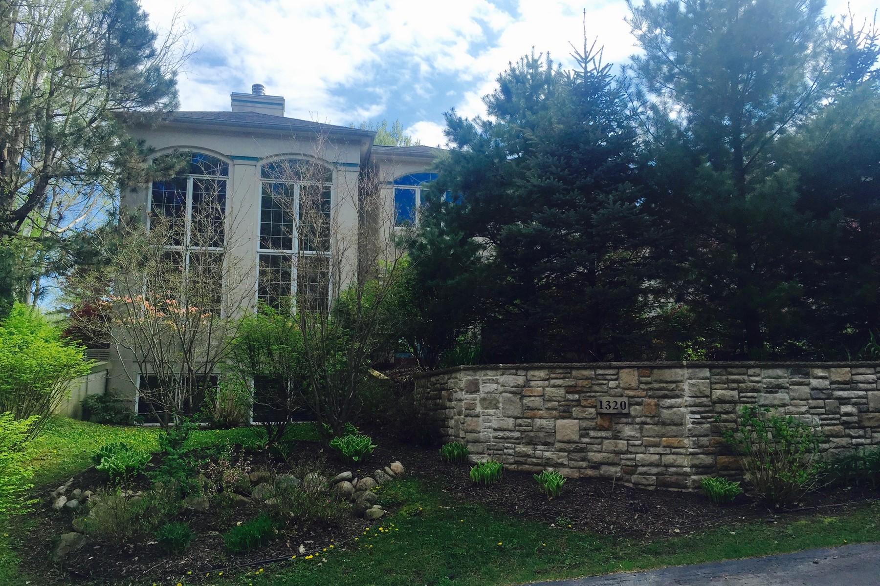 独户住宅 为 销售 在 Elegant, Spacious Home 1320 Pine Hill Court 圣若瑟, 密歇根州, 49085 美国
