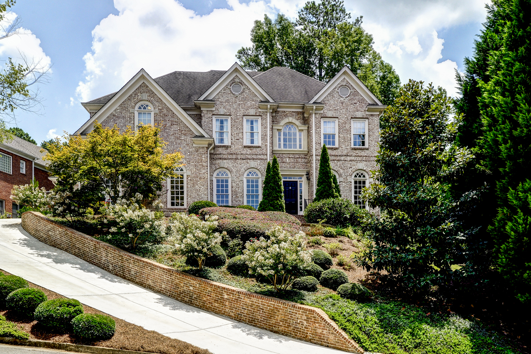 独户住宅 为 销售 在 Amazing Brookhaven Home On A Cul-de-sac 1023 Mill Overlook NE Atlanta, 乔治亚州 30319 美国