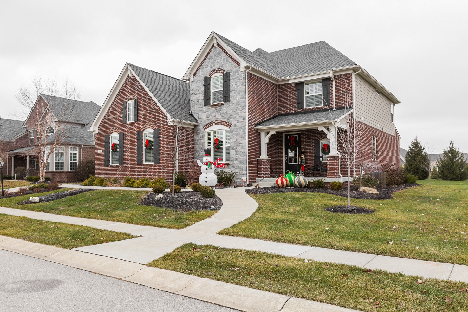 Moradia para Venda às Gorgeous Former Model Home 11164 Fontaine Way Zionsville, Indiana, 46077 Estados Unidos