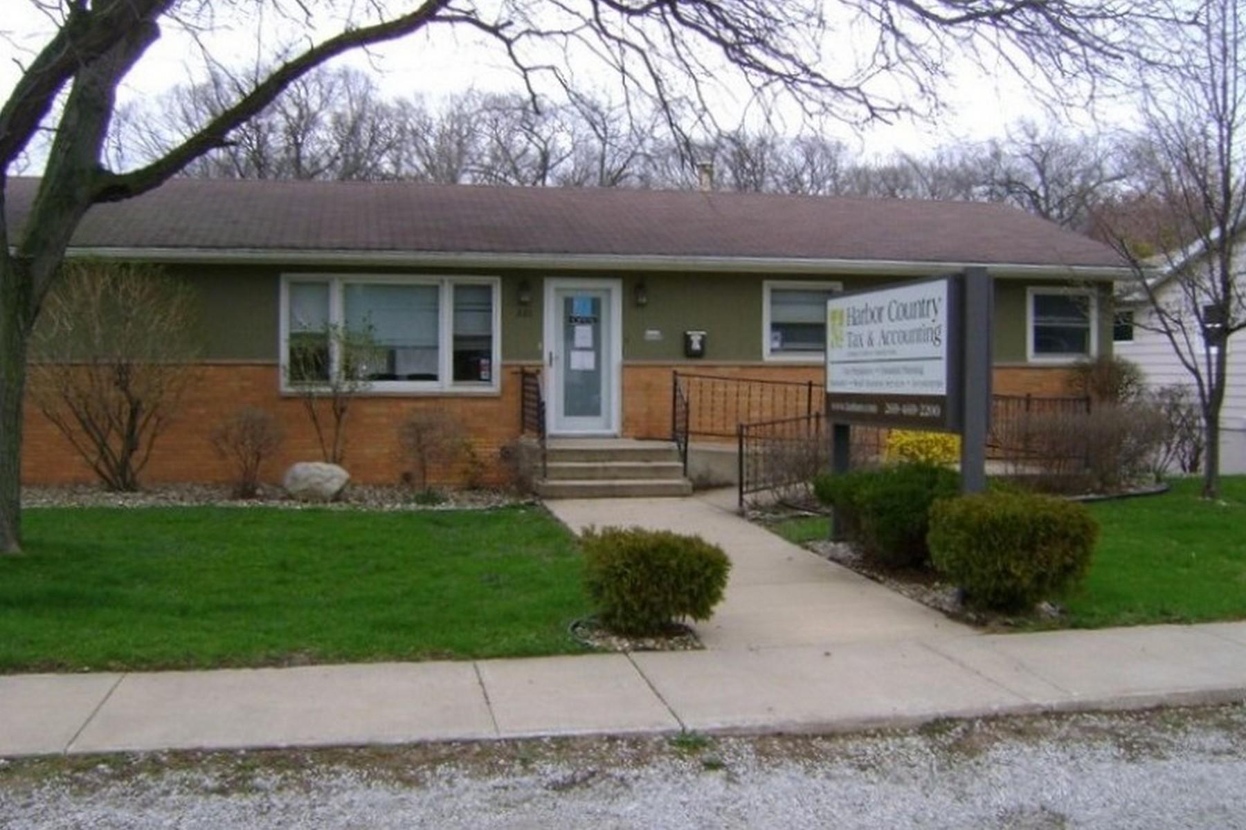 独户住宅 为 销售 在 Prime Location! 221 S. Whittaker 新水牛城, 密歇根州, 49117 美国