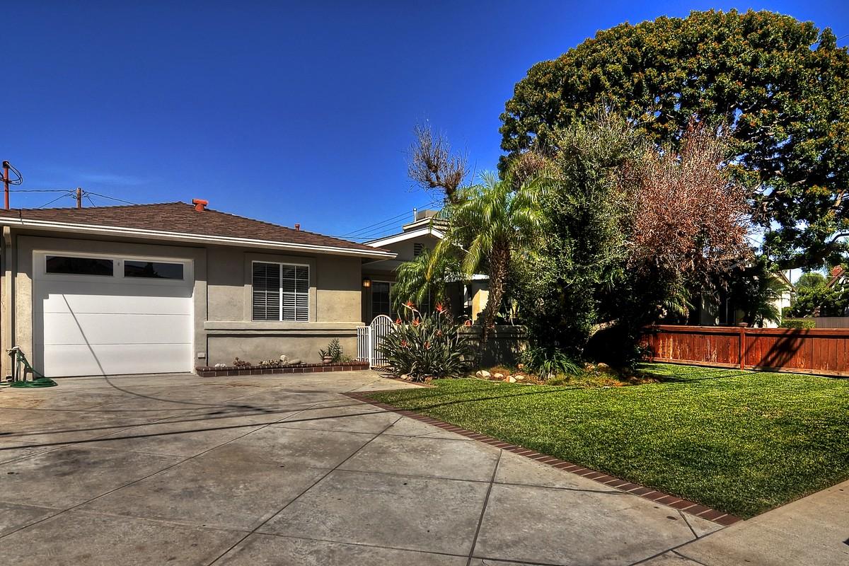 獨棟家庭住宅 為 出售 在 2093 Orange Ave Costa Mesa, 加利福尼亞州 92627 美國
