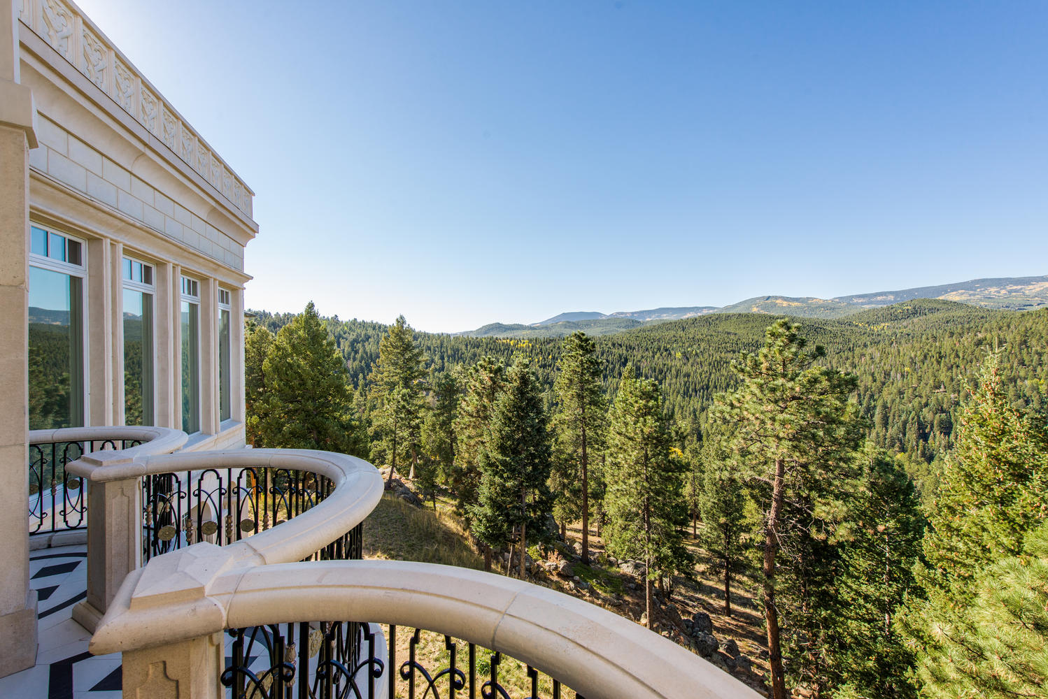 Additional photo for property listing at The largest residential undertaking in Evergreen 600 Chateau V Rd Evergreen, Colorado 80439 United States