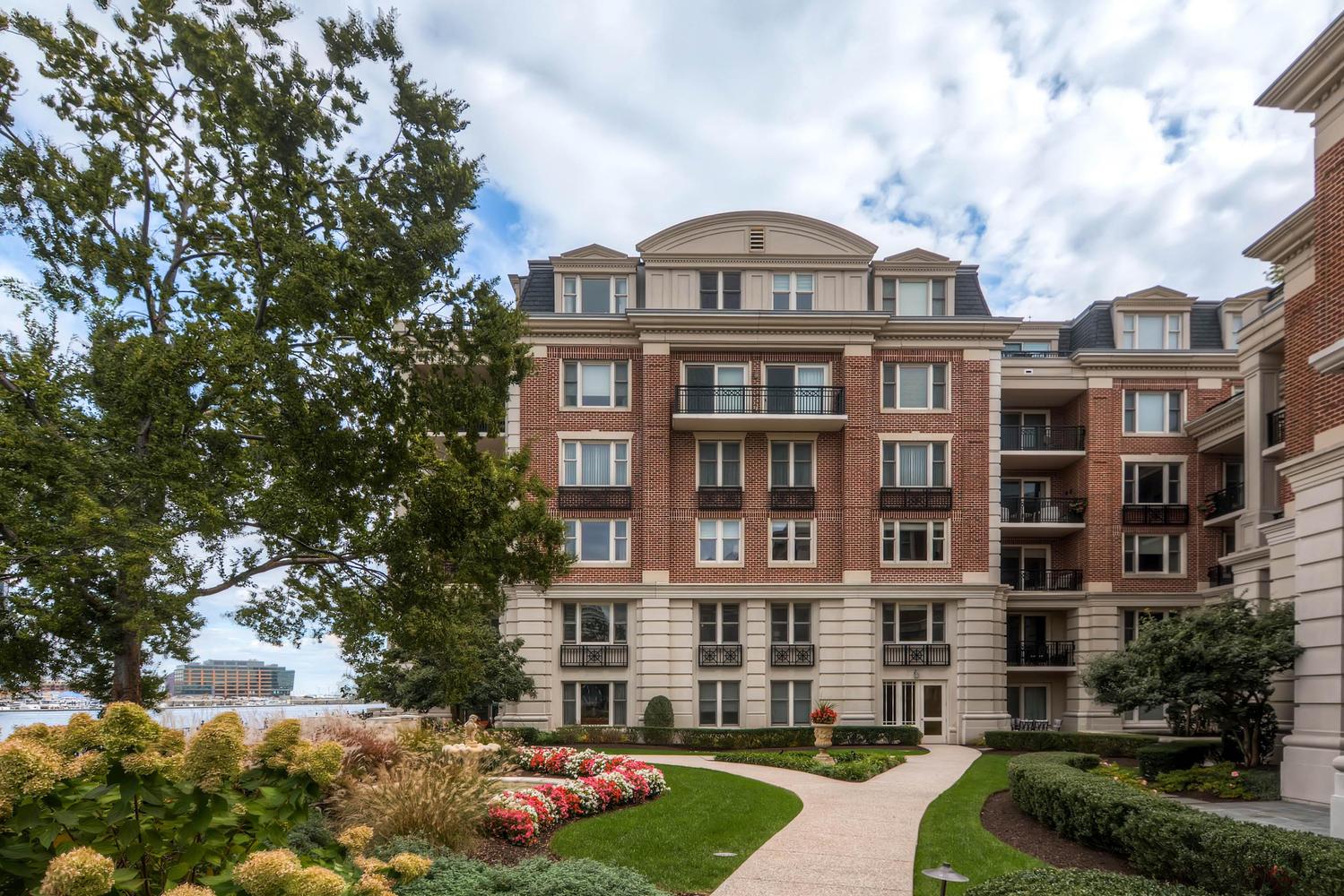 콘도미니엄 용 매매 에 The Ritz Carlton Residences 801 Key Highway #331 Baltimore, 메릴랜드 21230 미국