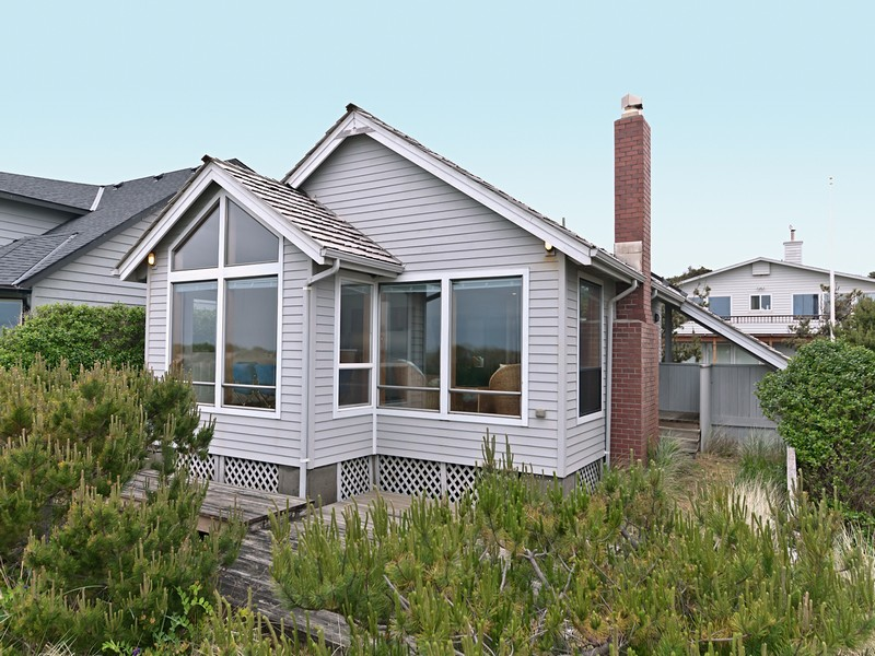 Single Family Home for Sale at Charming Oceanfront Home 359 Beach St. Manzanita, Oregon 97130 United States