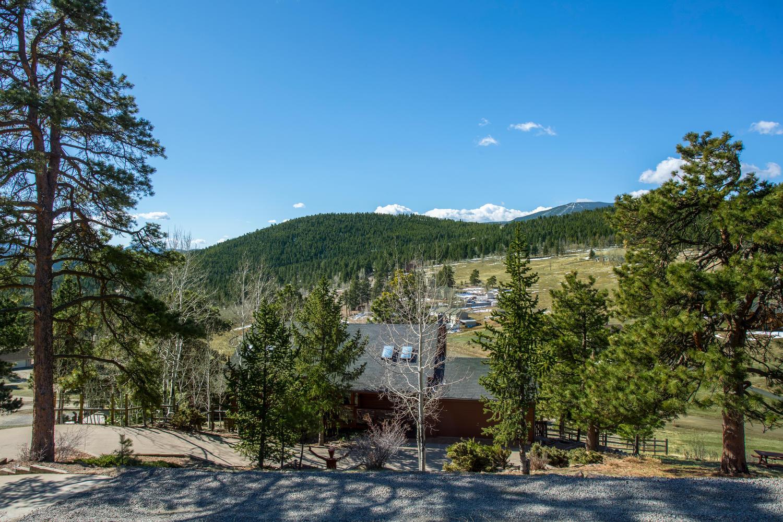 独户住宅 为 销售 在 Blue Sky Sunlit Home 31754 Miwok Trail 埃弗格林, 科罗拉多州, 80439 美国