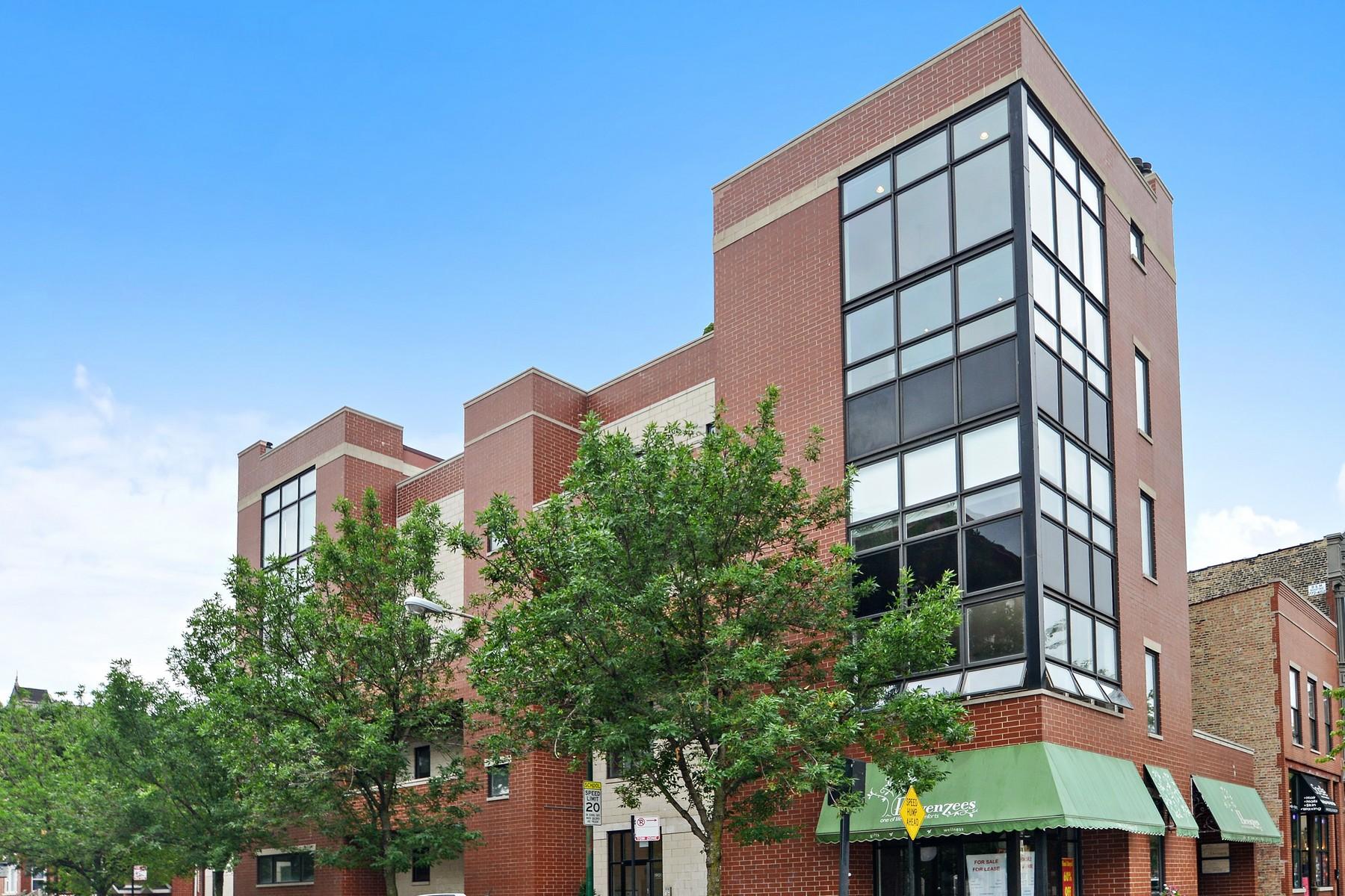 Appartement en copropriété pour l Vente à Stunning Corner Penthouse 1901 W Division Street Unit 4N West Town, Chicago, Illinois, 60622 États-Unis