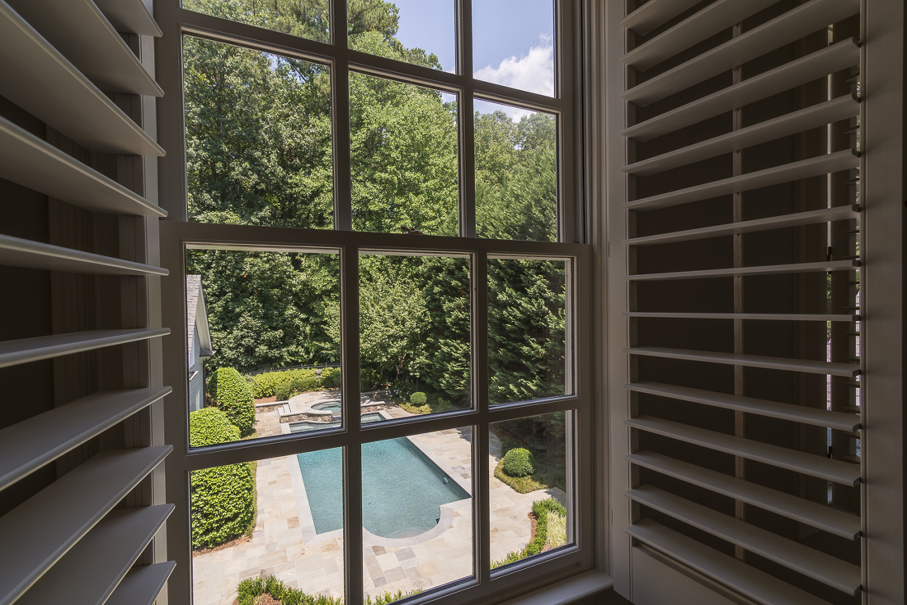 Additional photo for property listing at Elegant Home On Desirable Quiet Street In Buckhead 726 Andover Drive NW Atlanta, Geórgia 30327 Estados Unidos