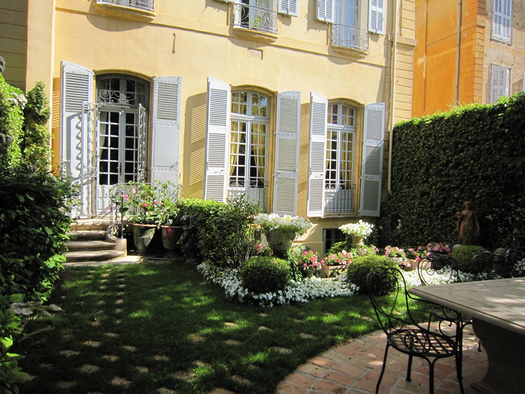 Property For Sale at L'excellence à Aix-en-Provence :  Hôtel Particulie
