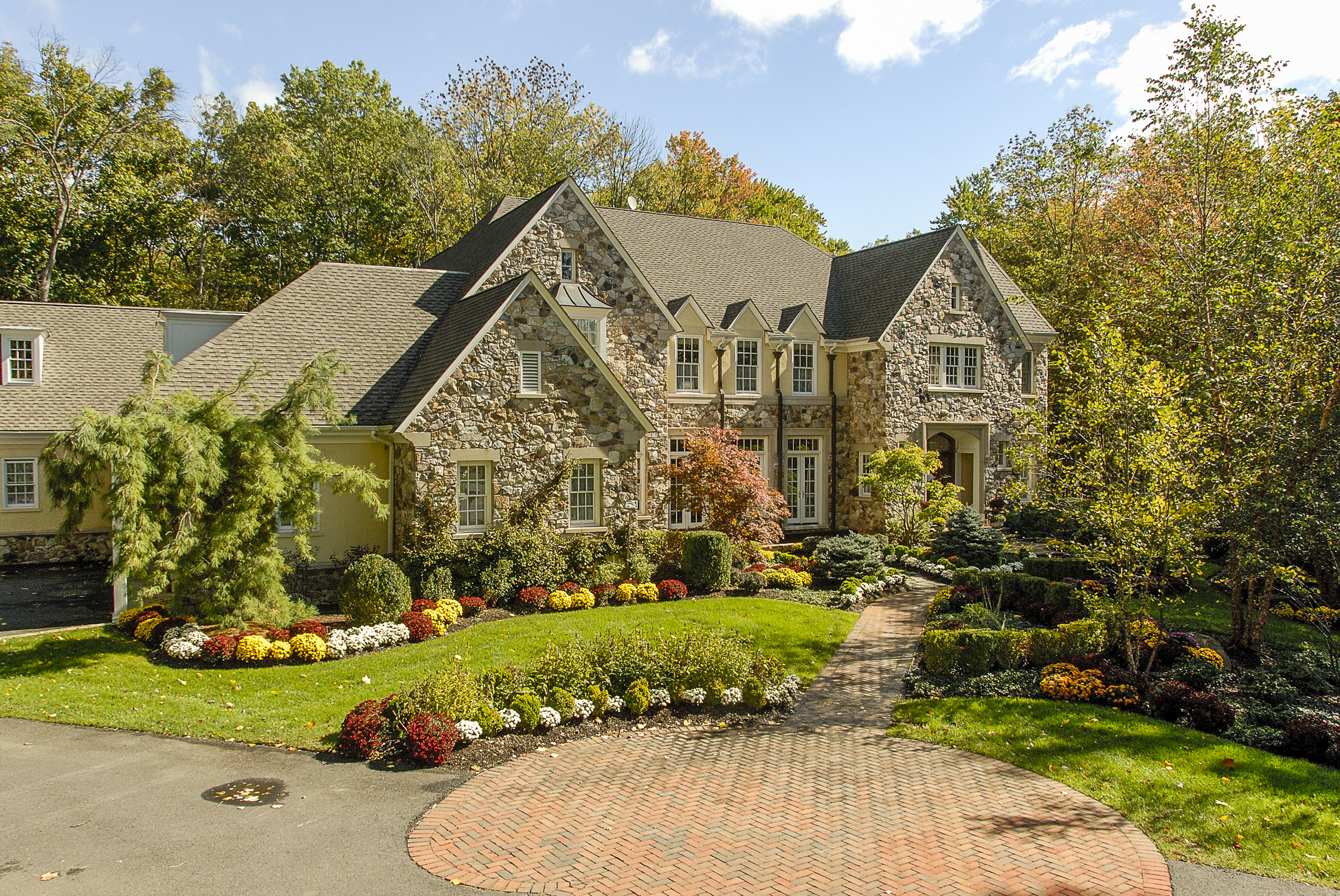 Additional photo for property listing at Magnificent Manor Home in Princeton's Coveted Rushbrook 27 Running Cedar Road Princeton, New Jersey 08540 États-Unis