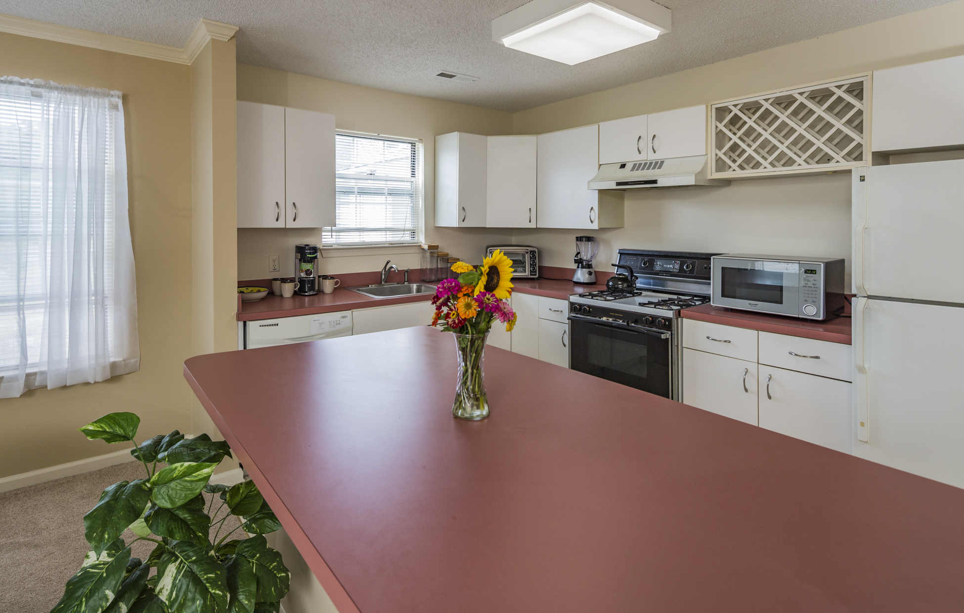 Additional photo for property listing at Effortless, One-Level Living in Eagles Chase - Lawrence Township 816 Roundtree Place Lawrenceville, Нью-Джерси 08648 Соединенные Штаты