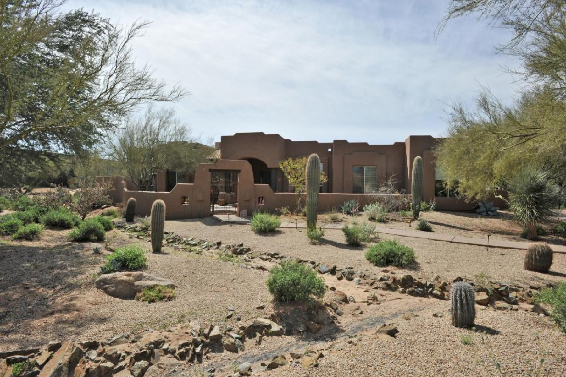 rentals property at Newly updated modern territorial in a serene gated community