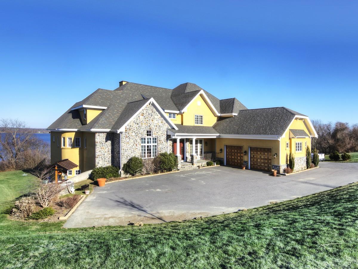 Maison unifamiliale pour l Vente à Custom Waterfront at Sea Berry Farm 410 Vanderbilt Lane Portsmouth, Rhode Island 02871 États-Unis