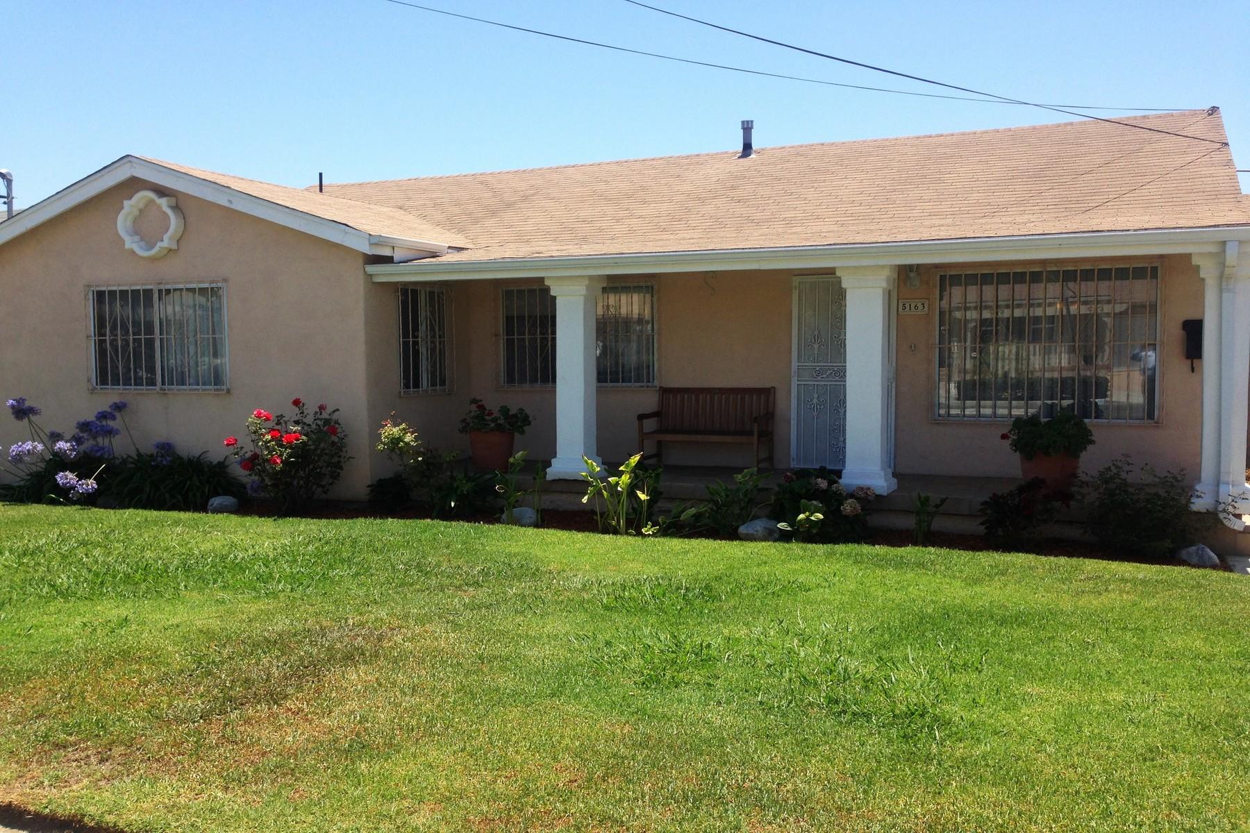 Maison unifamiliale pour l Vente à 5163 La Paz 5163 La Paz Drive Valencia Park, San Diego, Californie, 92114 États-Unis