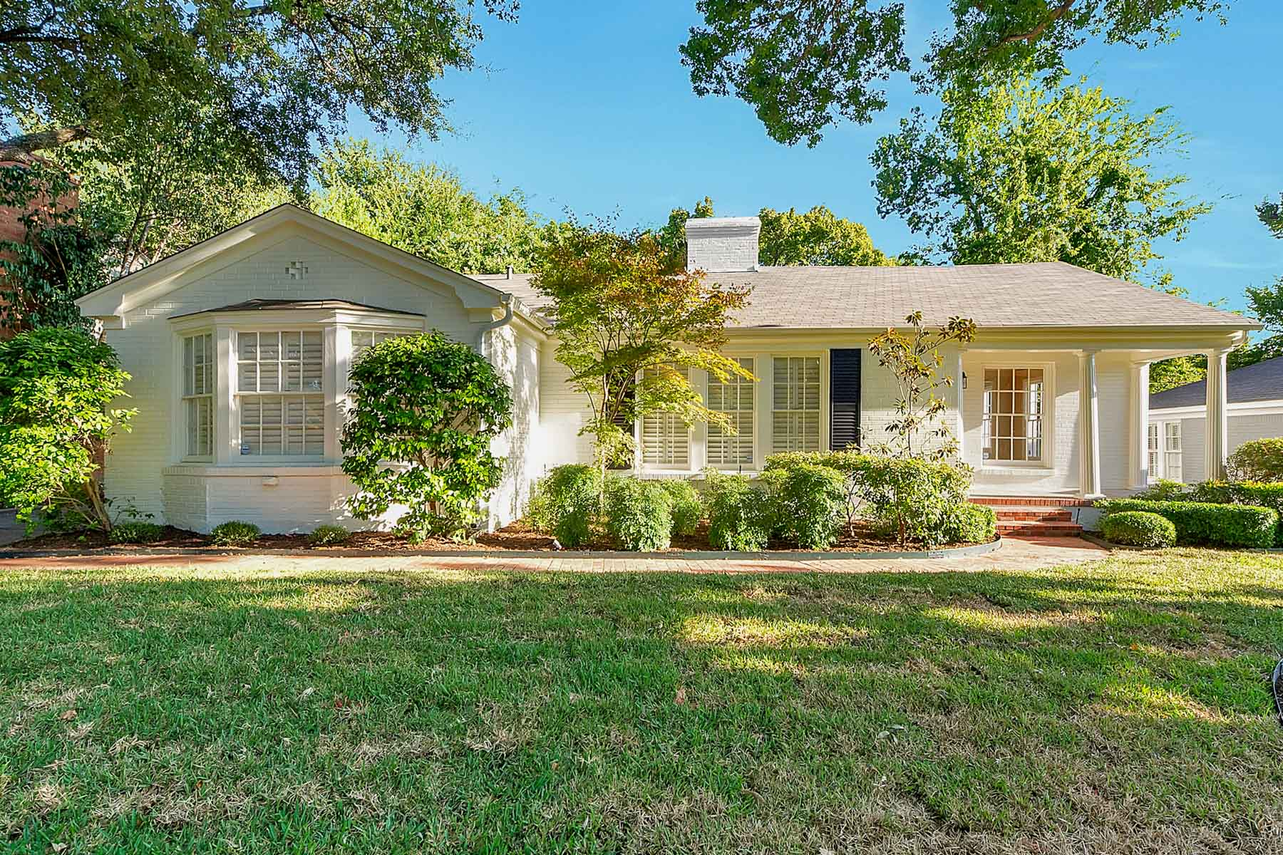 Moradia para Venda às Updated Traditional in Descriable Fort Worth Neighborhood 5629 Collinwood Ave Fort Worth, Texas 76107 Estados Unidos