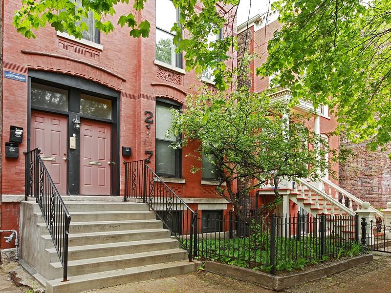 Casa multifamiliare per Vendita alle ore Brick 3 Flat in Lincoln Park 2107 N Kenmore Lincoln Park, Chicago, Illinois 60614 Stati Uniti