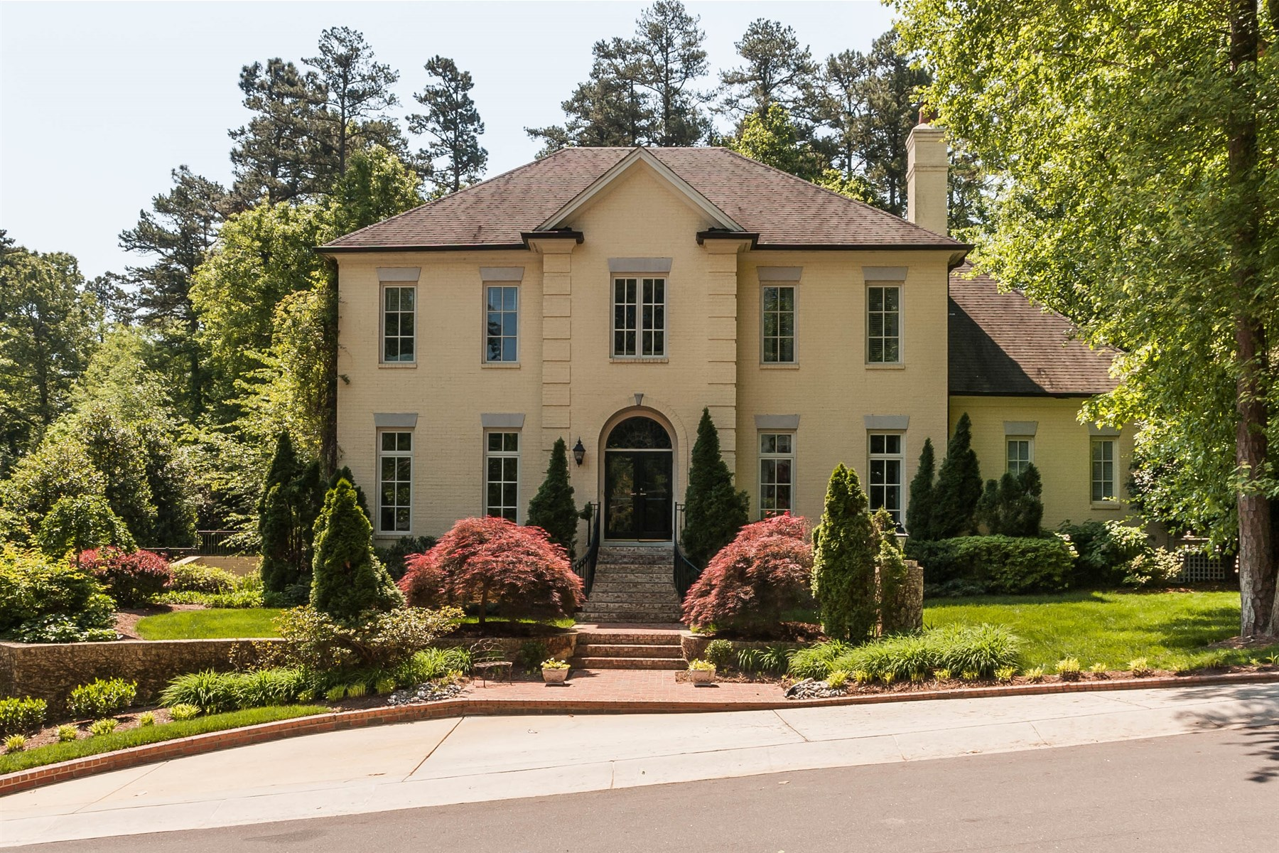 Casa Unifamiliar por un Venta en Classic Country Club Hills Beauty! 312 Forsyth Raleigh, Carolina Del Norte 27609 Estados Unidos