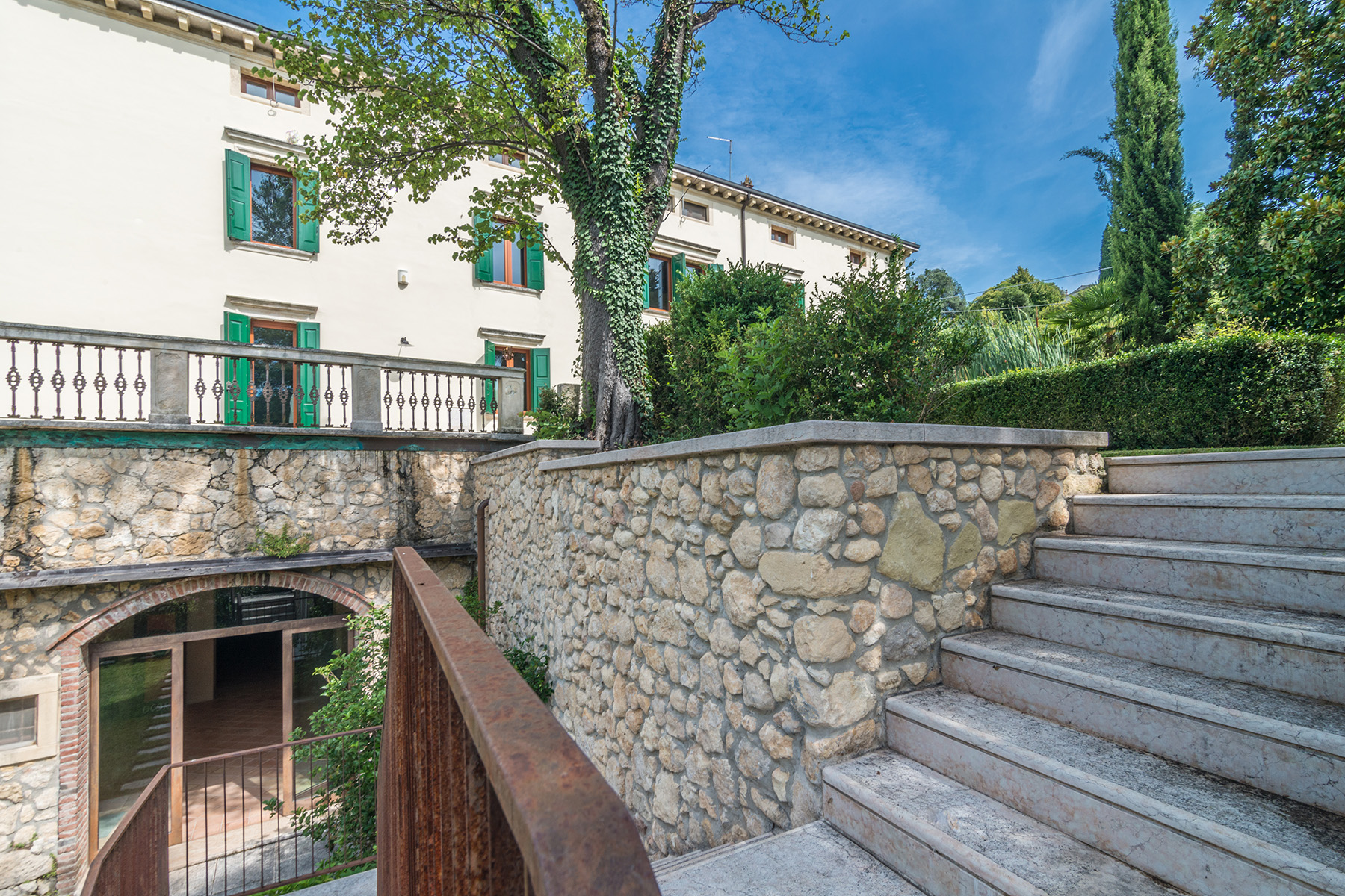 Additional photo for property listing at Antique villa immersed in the Verona hills via Sparavieri Other Verona, Verona 37024 Italy