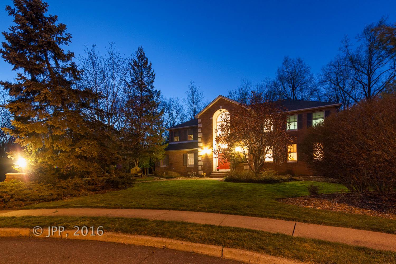 独户住宅 为 销售 在 Beautiful Colonial 26 Roden Way 克洛斯特, 新泽西州 07624 美国
