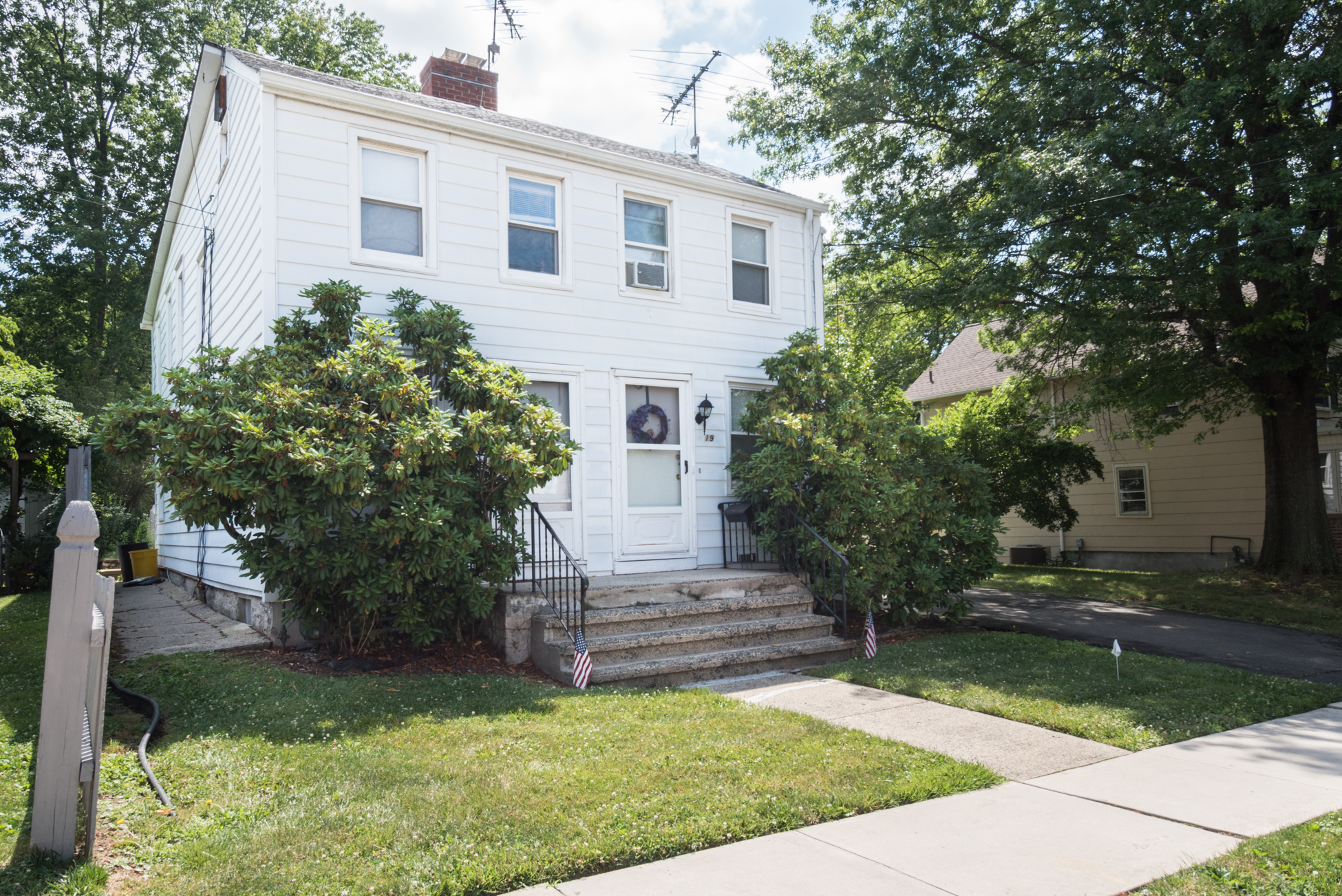 Additional photo for property listing at Home And Income 17-19 Burd Street Pennington, New Jersey 08534 États-Unis
