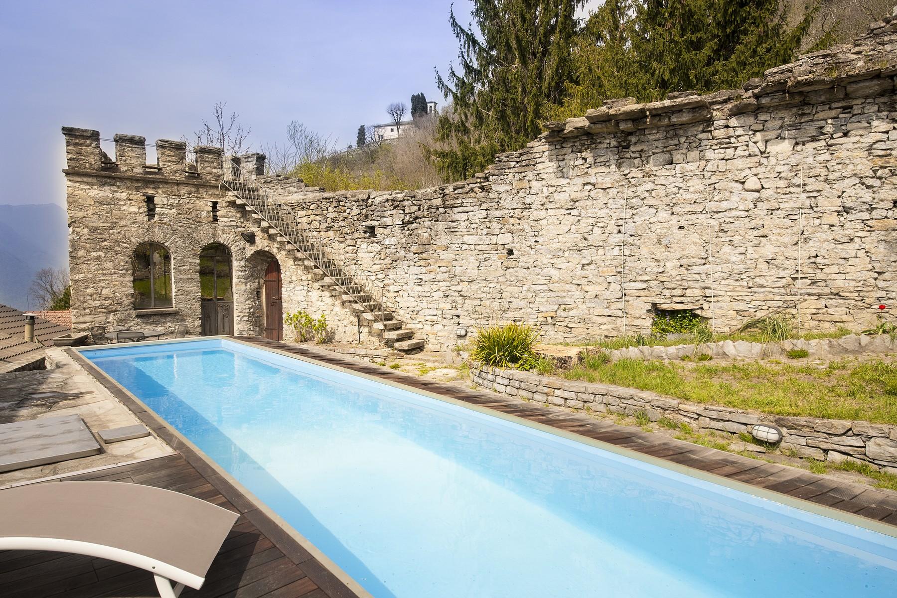 Vivienda unifamiliar por un Venta en Ancient Castle of Palanzo Via Monte Palanzone Faggeto Lario, Como 22020 Italia