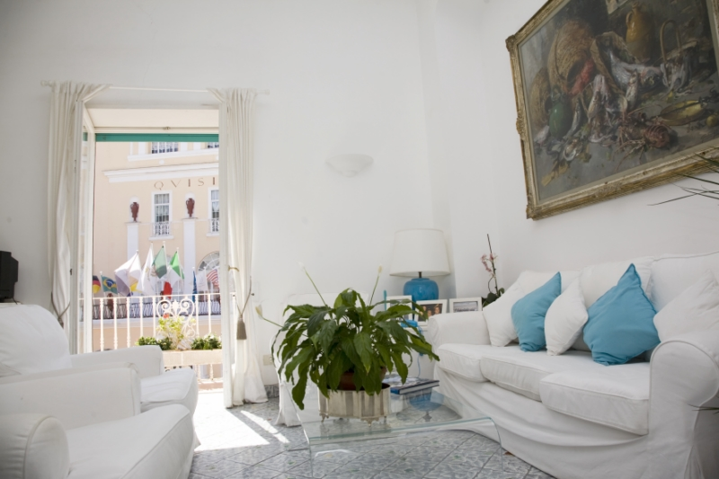 "Apartamento por un Venta en Beautiful apartment in the ""Piazzetta"" of Capri Via Licampi Capri, Naples 80073 Italia"