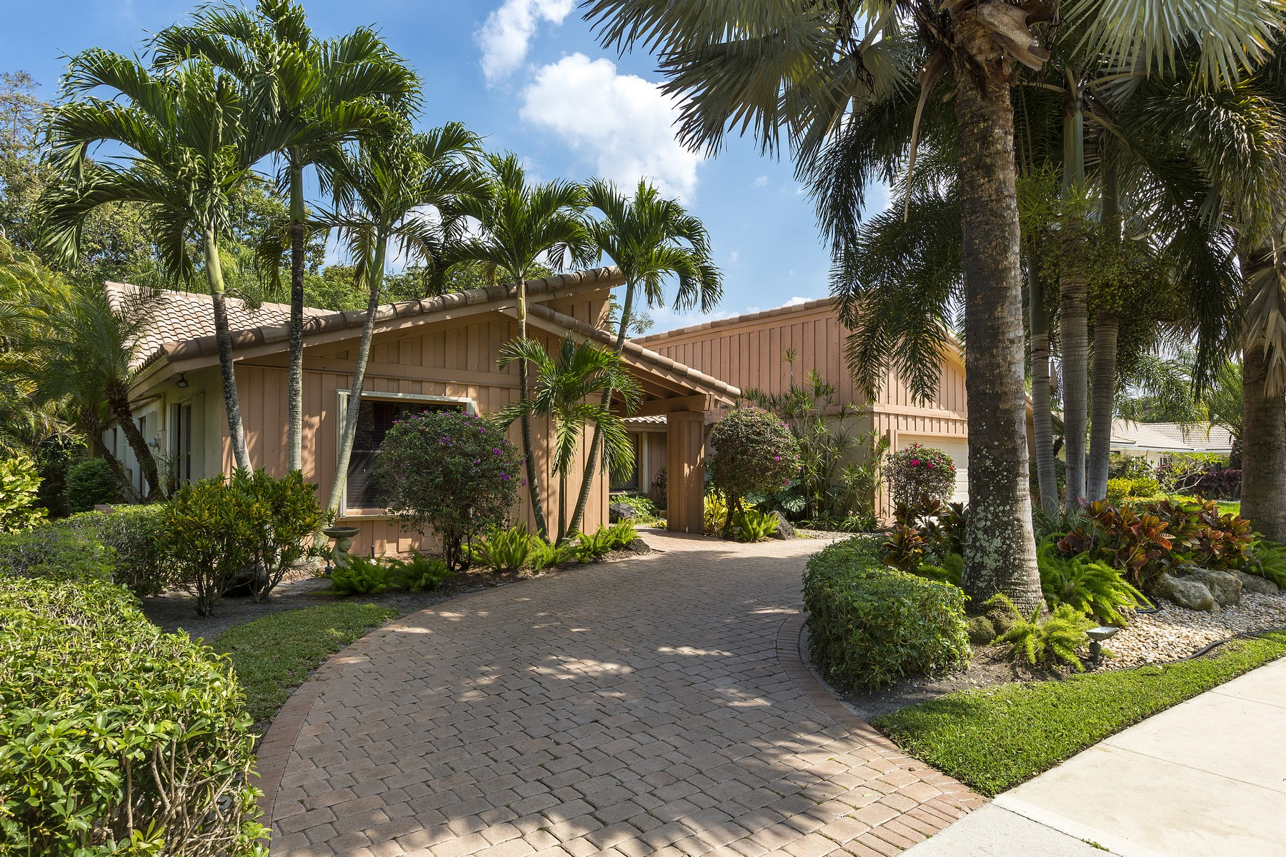 Property For Sale at 2928 Banyan Blvd Cir NW, Boca Raton, FL 33431
