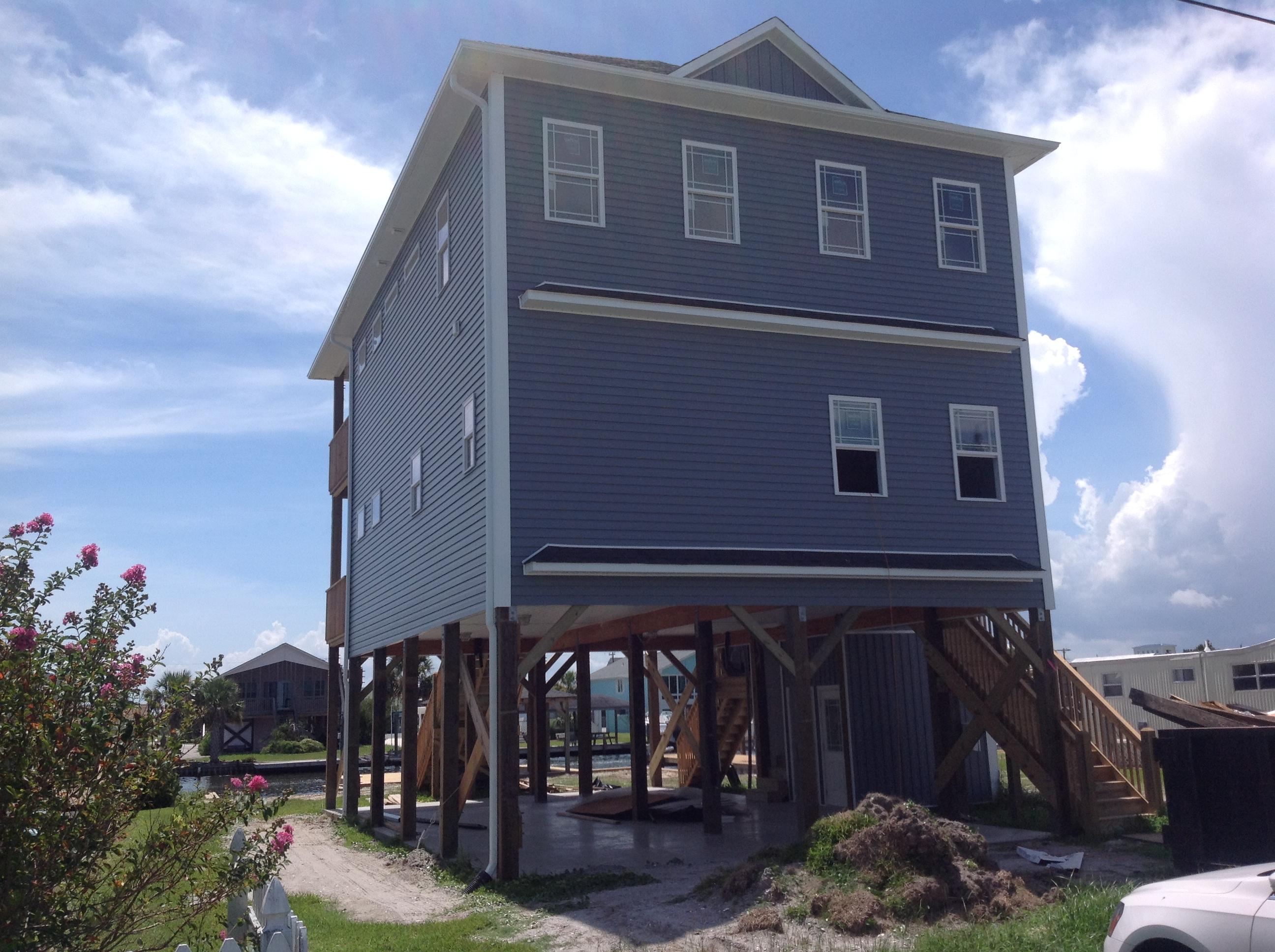 단독 가정 주택 용 매매 에 Canal front new home ready to be customized 7061 7th St Surf City, 노스캐놀라이나 28445 미국