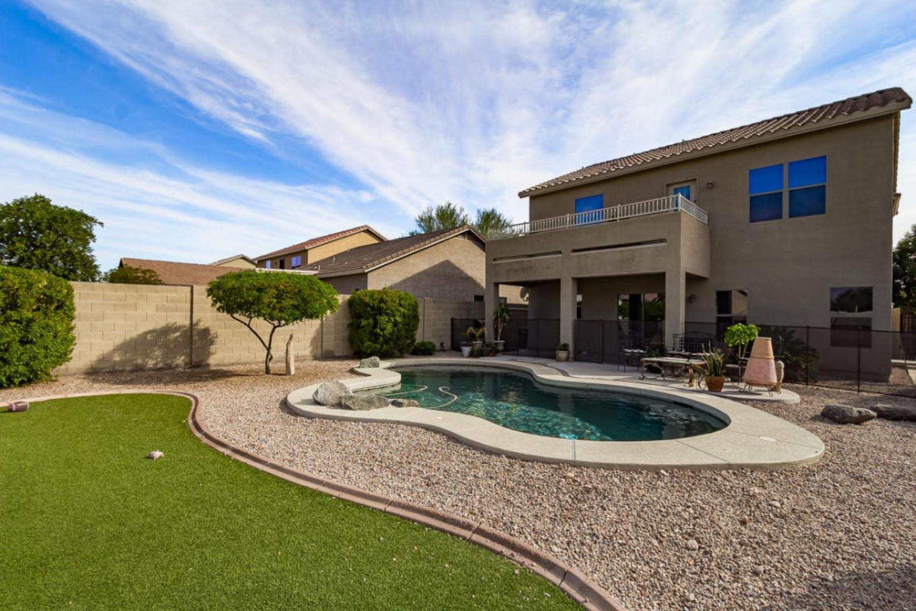 Villa per Vendita alle ore Beautiful two story home nestled b Superstition Mountain 18150 E El Viejo Desierto Gold Canyon, Arizona 85118 Stati Uniti