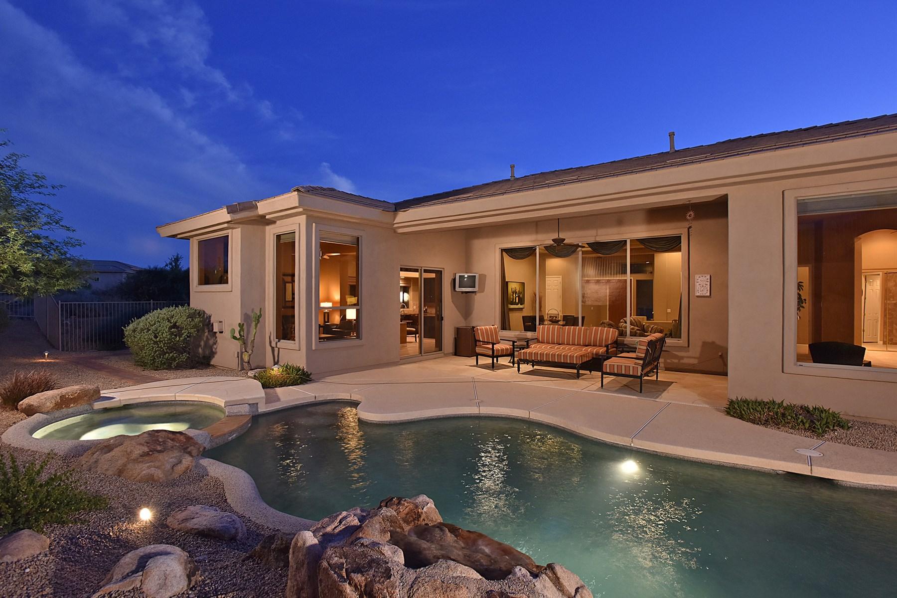 Casa para uma família para Venda às Beautifully maintained home in Desert Vista. 27967 N 115TH PL Scottsdale, Arizona 85262 Estados Unidos