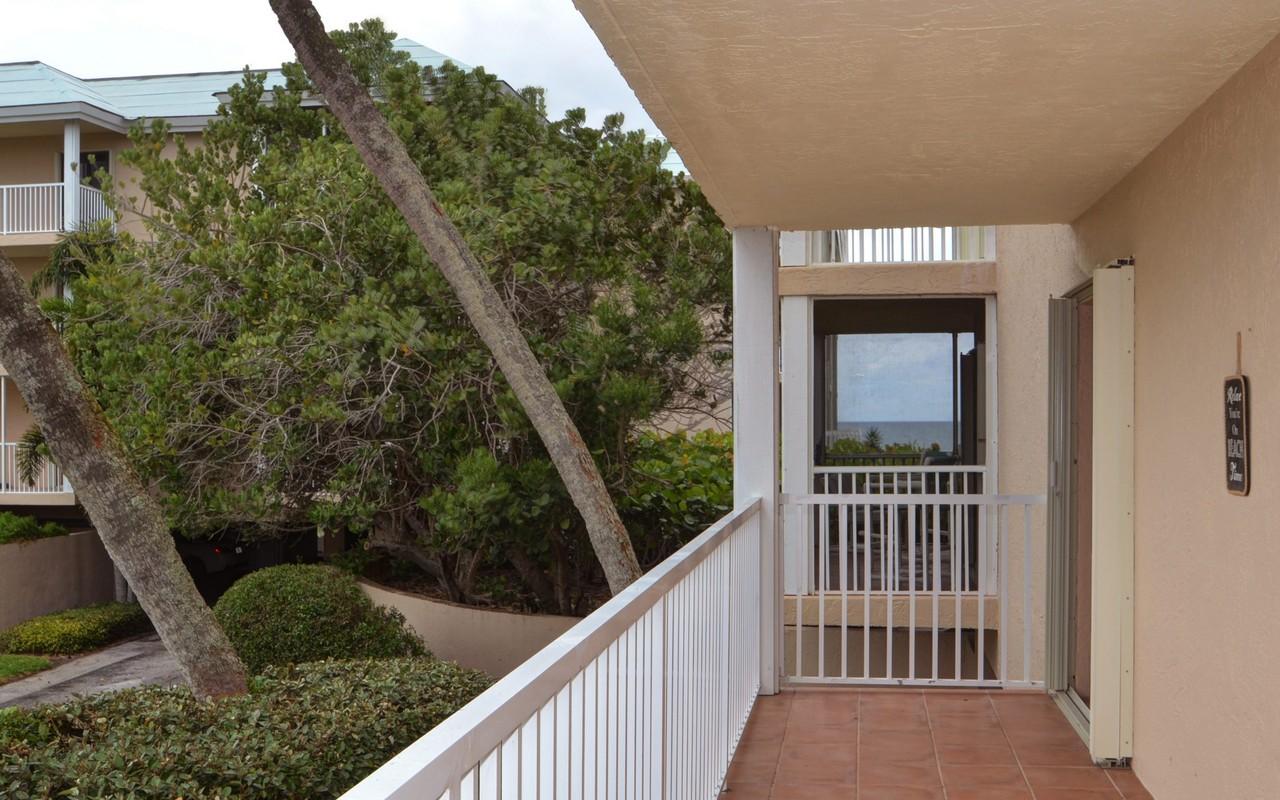 콘도미니엄 용 매매 에 Sea Oaks Oceanfront Condo 8830 S Sea Oaks Way #101 Vero Beach, 플로리다, 32963 미국