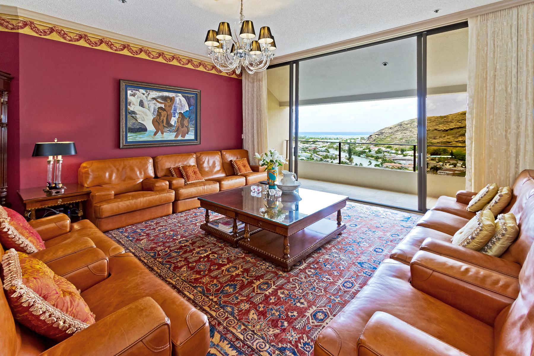Appartement en copropriété pour l Vente à Premier Executive Penthouse 555 Hahaione Street #PH-1 Honolulu, Hawaii 96825 États-Unis