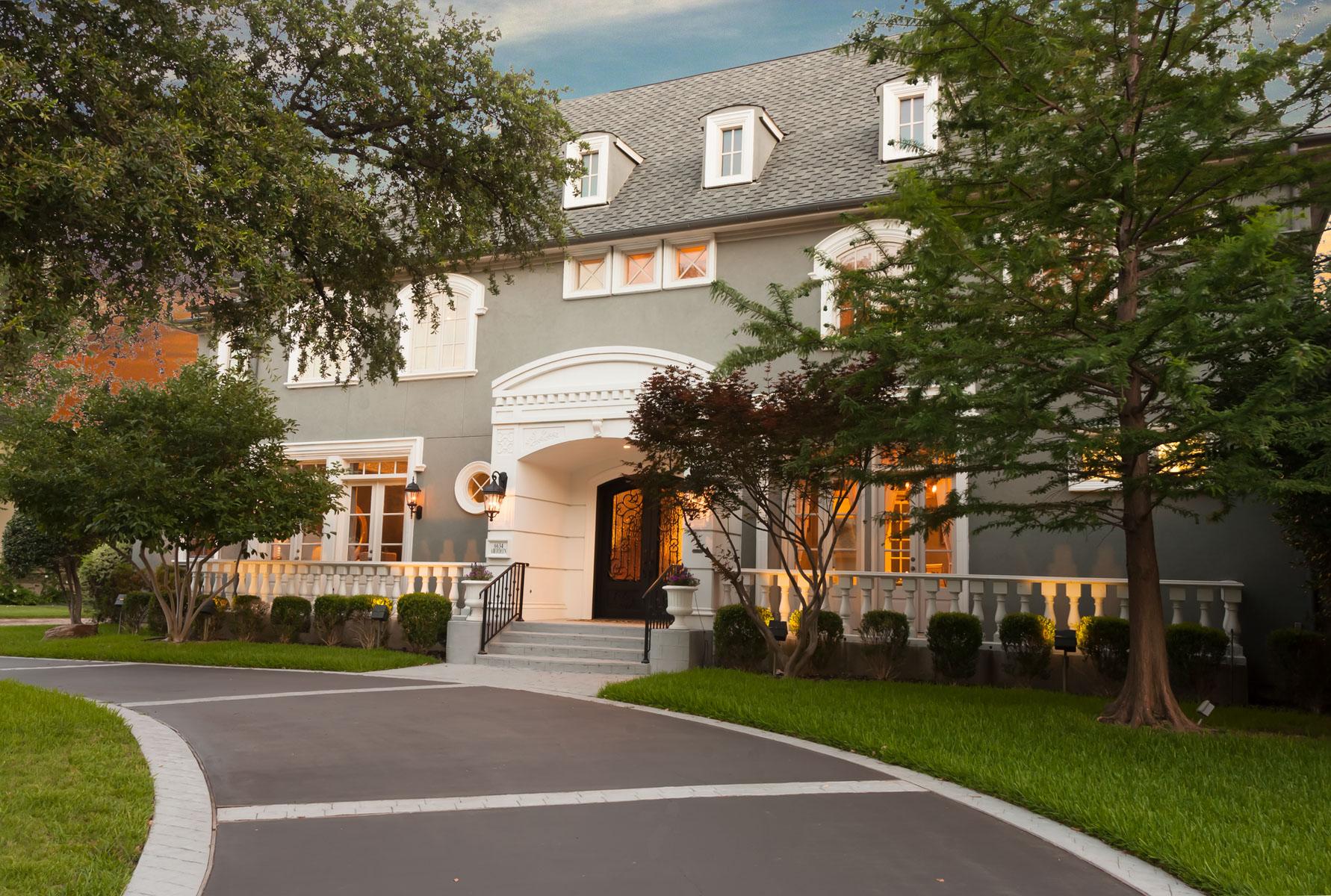 Casa para uma família para Venda às Spectacular Home in the Heart of Preston Hollow 6634 Aberdeen Avenue Dallas, Texas, 75230 Estados Unidos