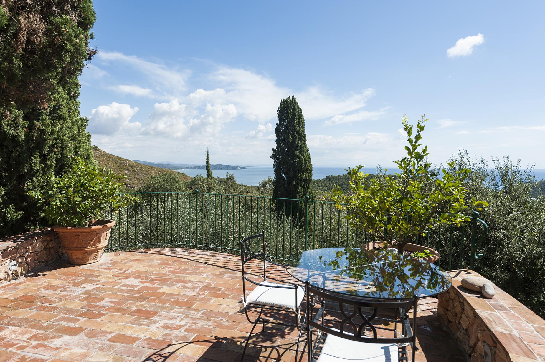 Additional photo for property listing at Wonderful stone villa in Monte Argentario Porto Ercole, Grosseto Italie