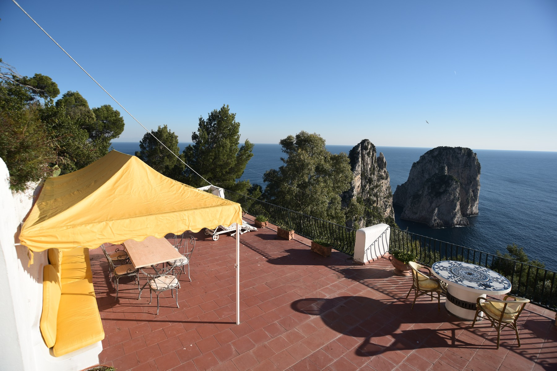 Vivienda unifamiliar por un Venta en Beautiful villa in Capri overlooking the Faraglioni Capri, Naples Italia