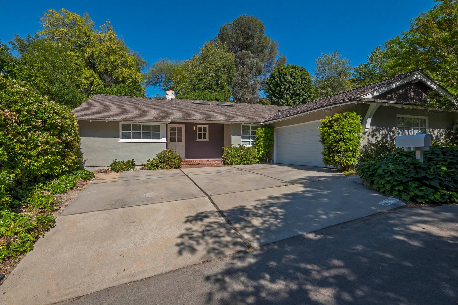 Single Family Home for Sale at 4794 Regalo Rd Woodland Hills, California, 91364 United States