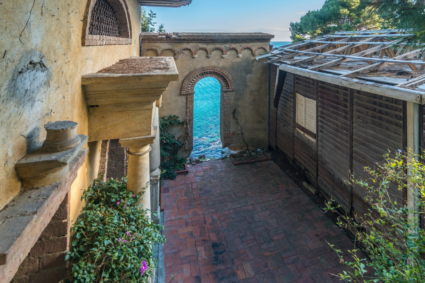 Additional photo for property listing at One-Of-A-Kind estate Pieds Dans L'Eau Alassio, Savona Italien