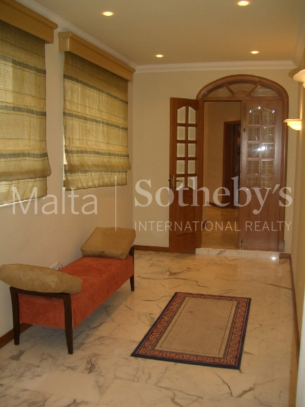 Property Of Modern Sea View Apartment To Let