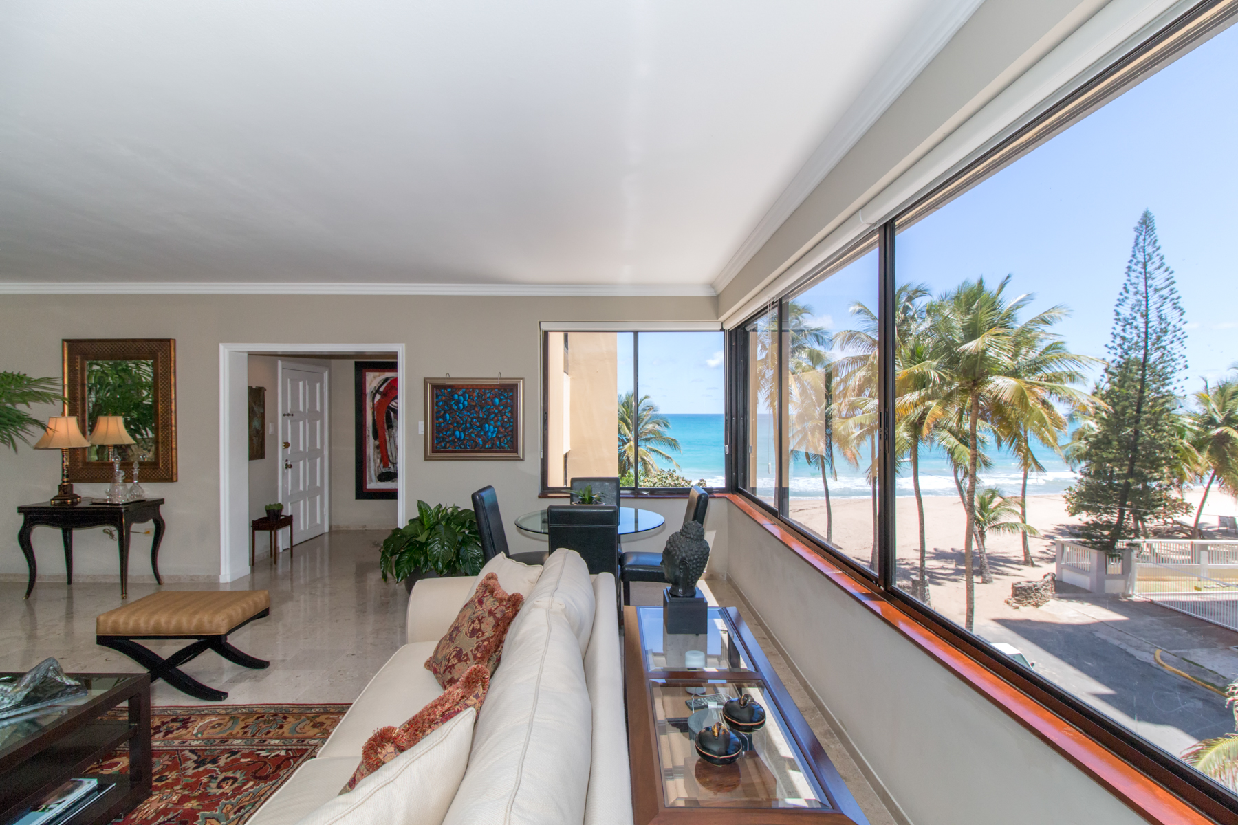 Vivienda unifamiliar por un Venta en Beachfront on Kings Court 52 Kings Court Apt, 3A San Juan, Puerto Rico 00911 Puerto Rico