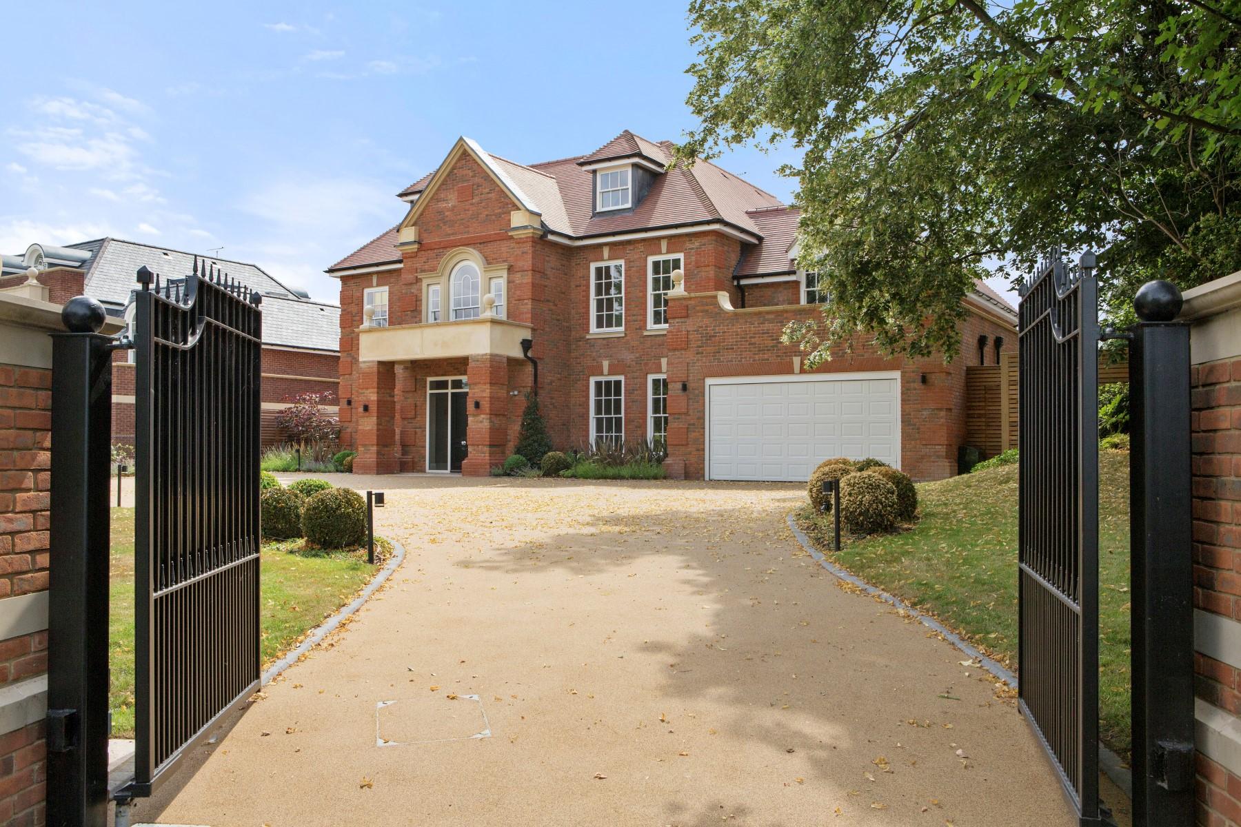 Single Family Home for Sale at Oxshott Birdshill Rise Oxshott Other England, England KT220SW United Kingdom