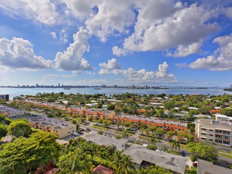 Eigentumswohnung für Verkauf beim 2000 Towerside Terrace # 1506 Miami, Florida 33138 Vereinigte Staaten