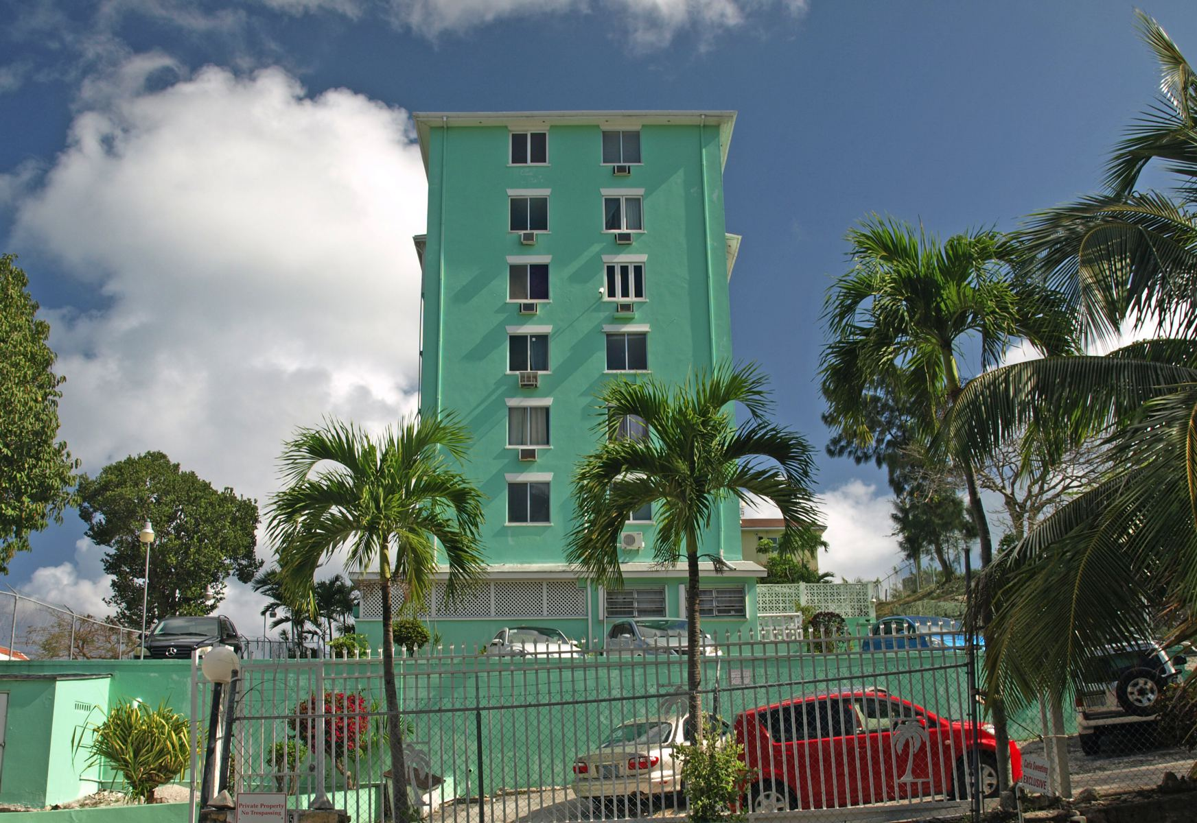 Additional photo for property listing at Hillcrest Towers Condo Palmdale, Nassau And Paradise Island Bahamas