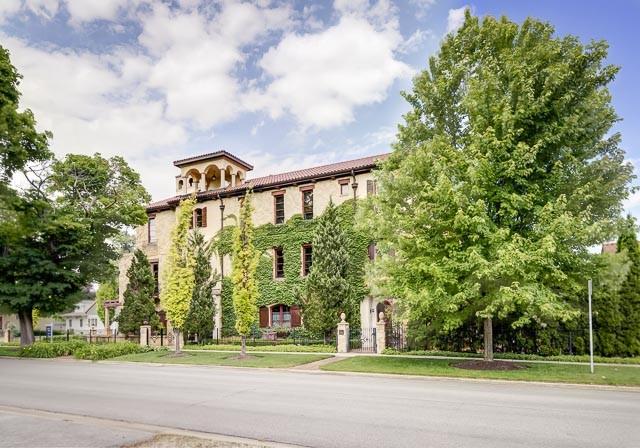 Vivienda unifamiliar por un Venta en Tuscan Retreat! 240 West Spring Avenue Naperville, Illinois 60540 Estados Unidos