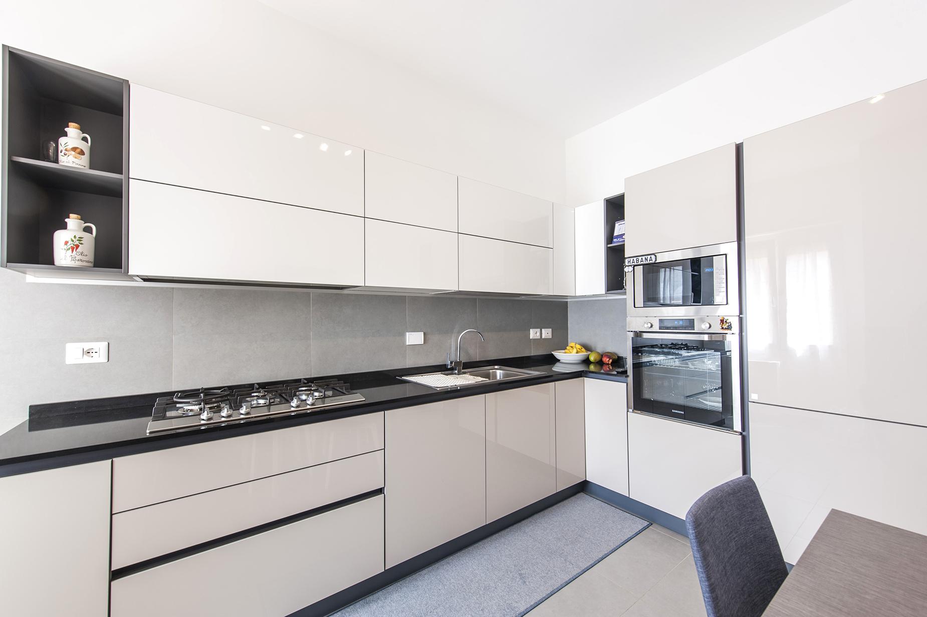 Additional photo for property listing at Panoramic apartment adjacent Piazza Tommasini Rome, Roma Italia
