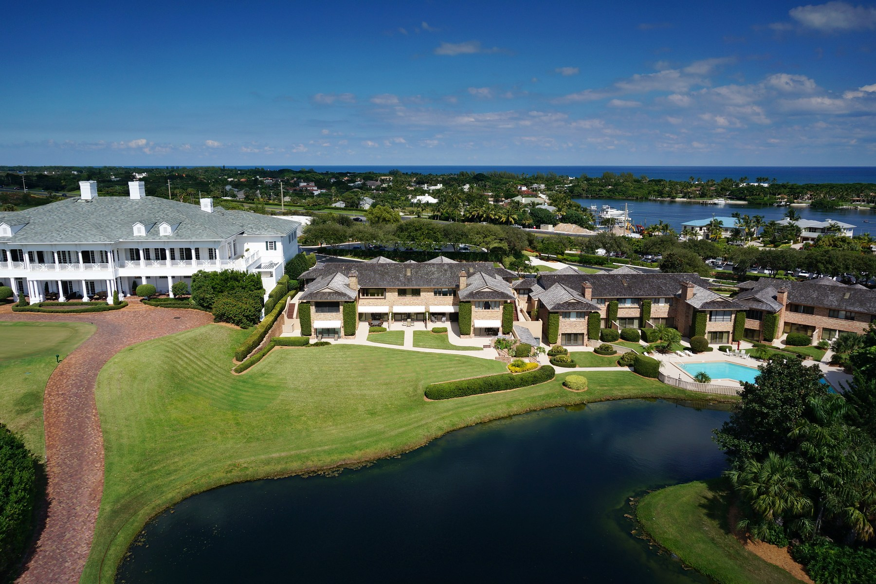 Condominio por un Venta en Jupiter Hills Village 11860 SE Hill Club Terrace #205 Tequesta, Florida 33469 Estados Unidos