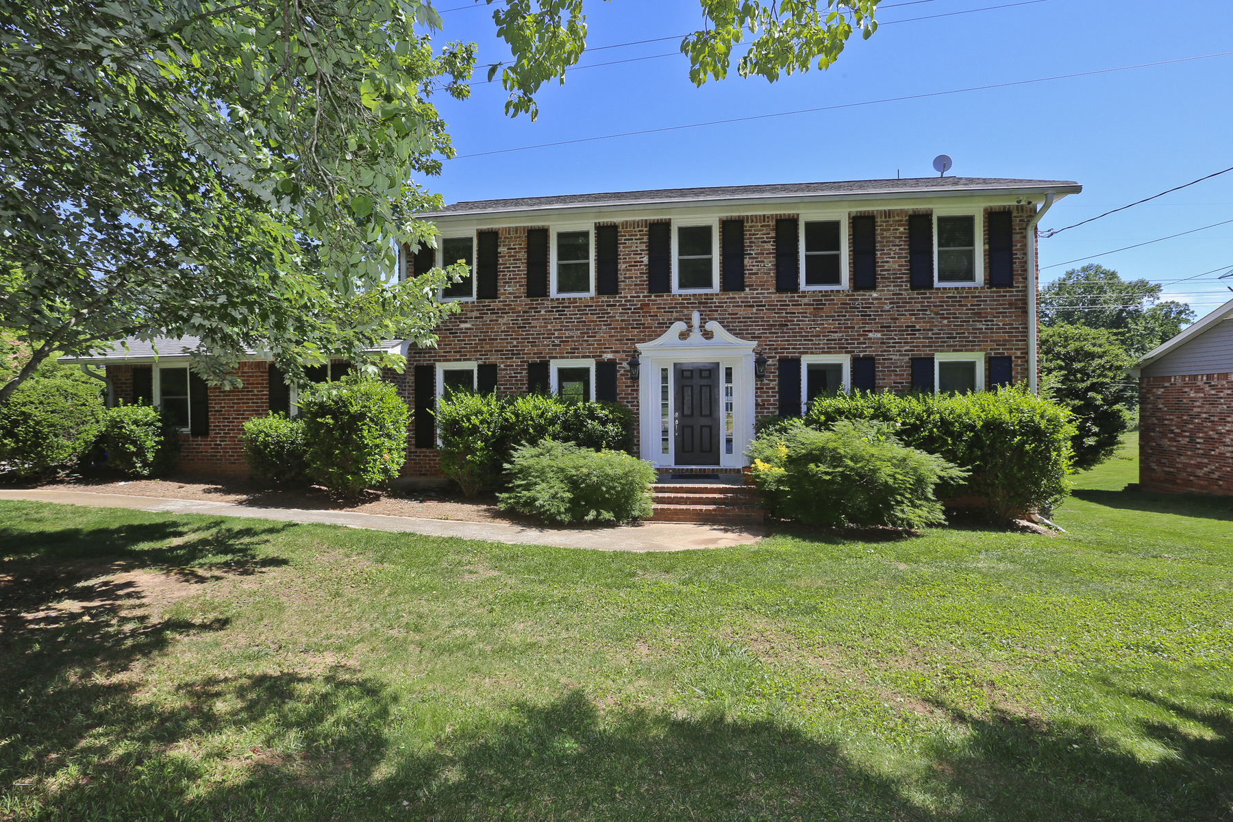 Single Family Home for Sale at Dunwoody Brick Beauty 1451 Holly Bank Circle Dunwoody, Georgia, 30338 United States