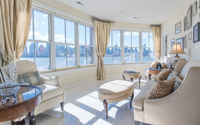 Частный односемейный дом для того Продажа на Located On The Banks Of The Hudson River 22 Avenue at Port Imperial Unit #402 West New York, 07093 Соединенные Штаты
