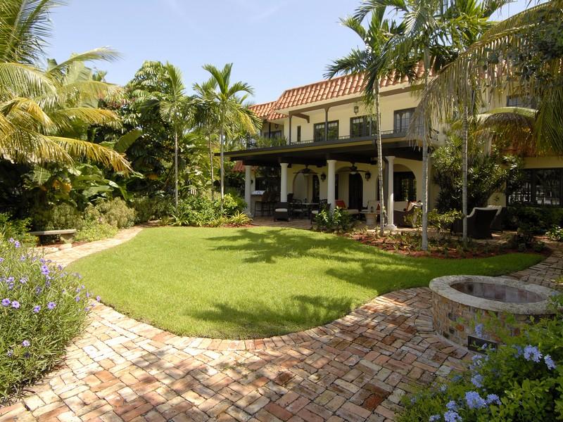 Maison unifamiliale pour l Vente à 2035 NE 31 Ave. Fort Lauderdale, Florida 33305 États-Unis